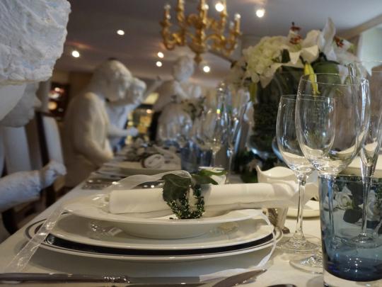 Räumlichkeiten, Foryer, Theke, Bar, Gasten im Restaurant Rosenhof